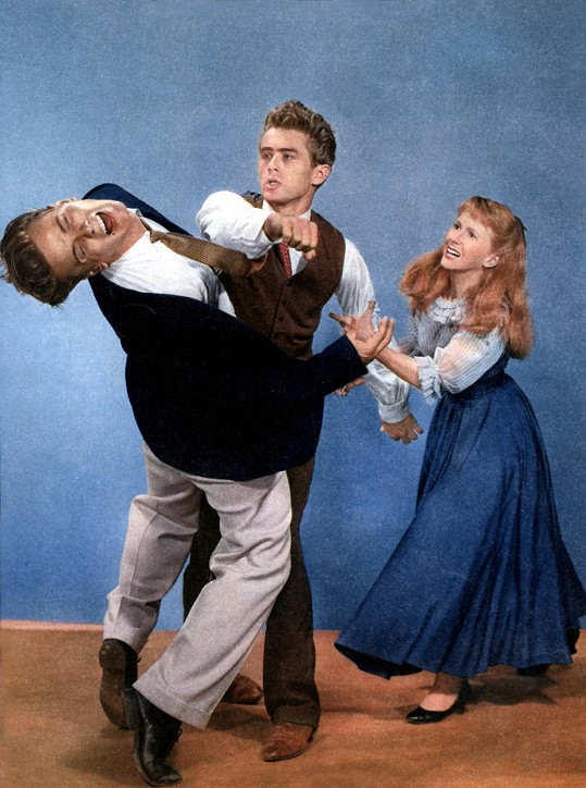 Richard Davalos, James Dean a Julie Harris ve filmu Na východ od ráje (1955)