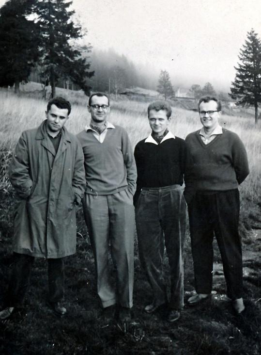 Úplně první uskupení Spirituál kvintetu (Tichota druhý zprava)