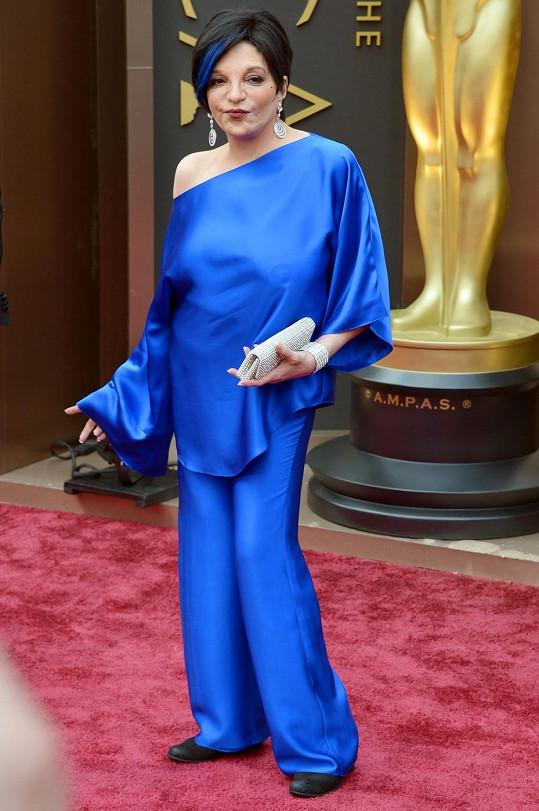 """V kobaltovém """"pyžamu"""" a s barevně ladící ofinou vypadala muzikálová legenda Liza Minnelli jako Šmoulinka."""