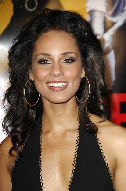Alicia Keys mívala dlouhou hřívu.