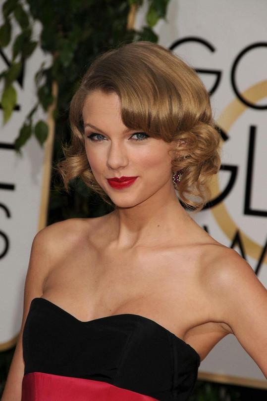 Taylor Swift je úspěšnou zpěvačkou.