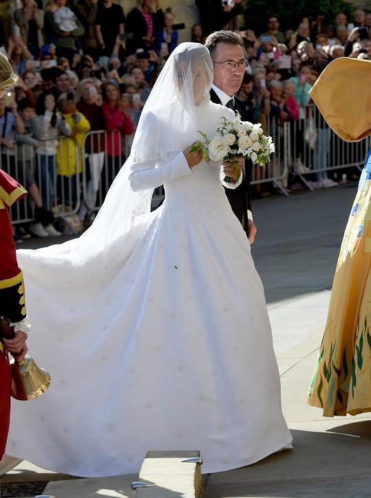 Takto jí to slušelo ve svatebních šatech.