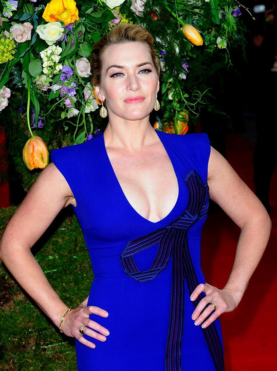 Kate umí zúročit své ženské tvary.