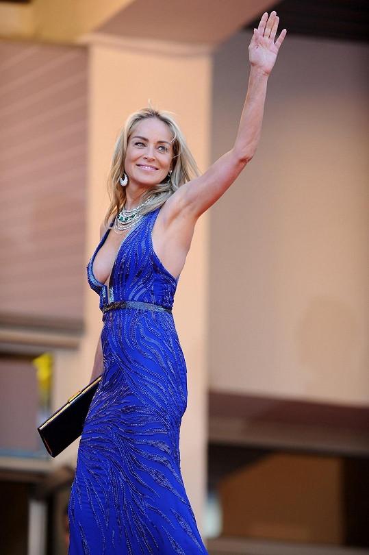 Sharon Stone byla v Cannes opět k nepřehlédnutí.