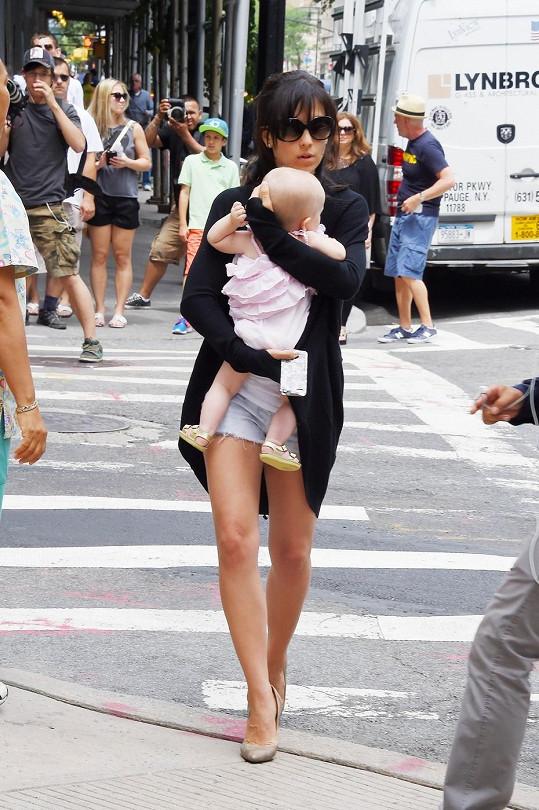 Hilaria s dcerou Carmen, kterou má s manželem Alecem Baldwinem.