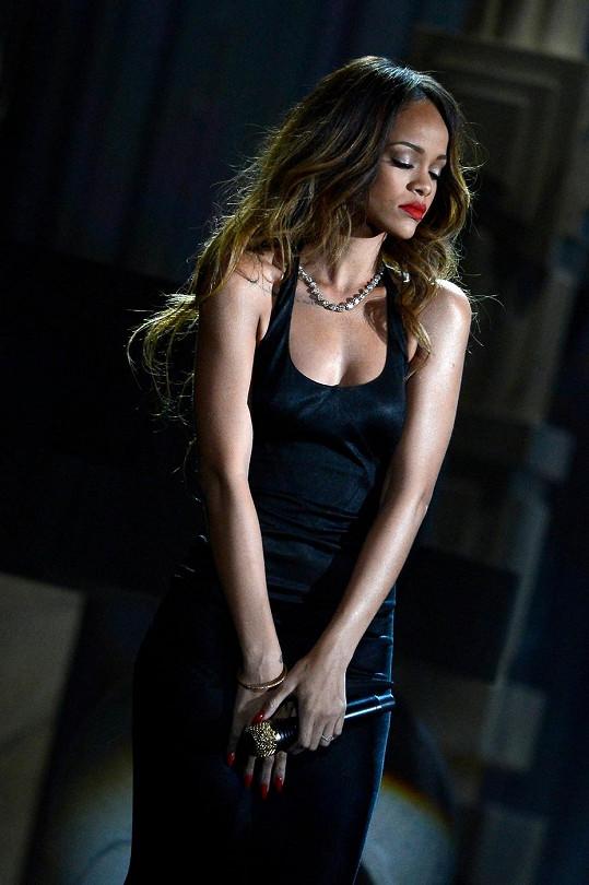Rihannino vystoupení na cenách Grammy plné emocí.