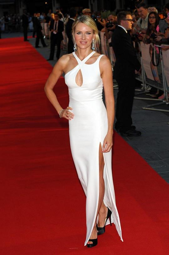 Nejsledovanější ženou večera měla být hlavní hvězda filmu Naomi Watts.