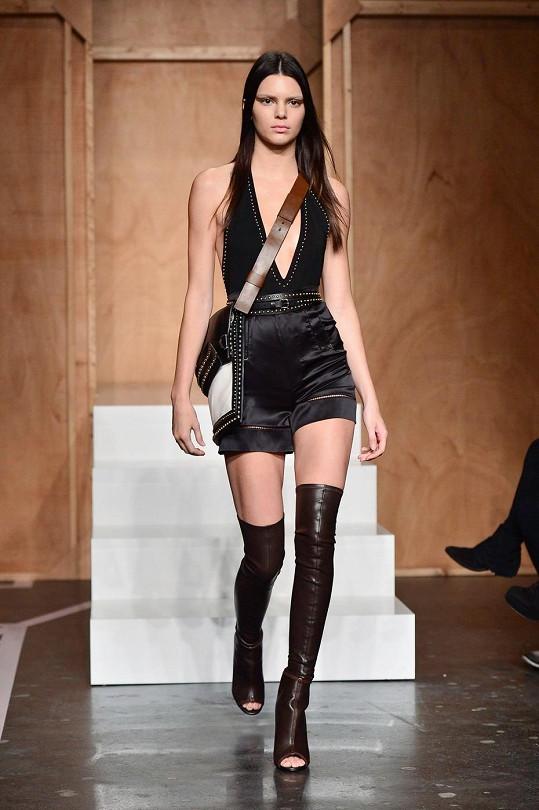 V modelu Givenchy na týdnu módy v Paříži