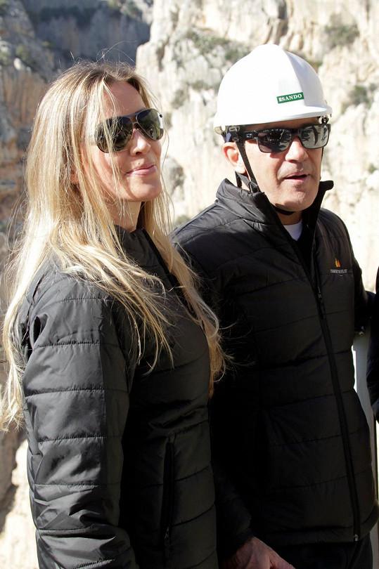 Herec a jeho milá na stezce Caminito del Rey