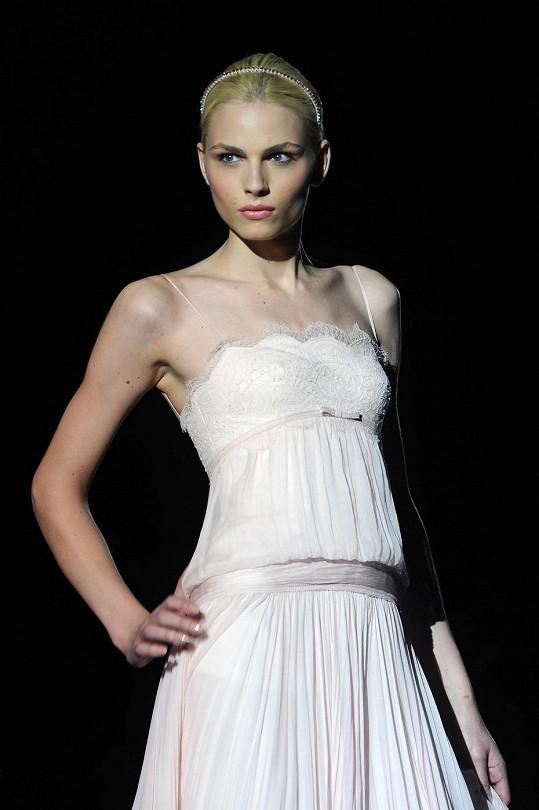 Ještě jako Andrej většinou předváděla ženské šaty.