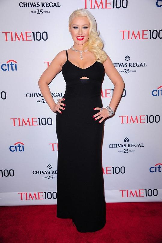 Christina Aguilera se začala oblékat s vkusem ve chvíli, kdy má opět přebytečná kila dole.