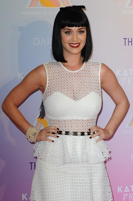 Katy Perry si potrpí na precizní a výrazný make-up.