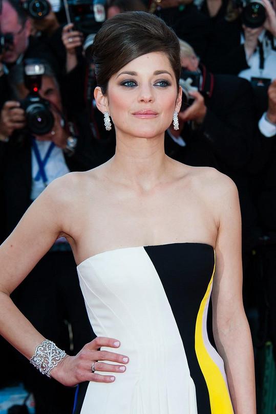 Takhle se vyparádila na festival v Cannes.