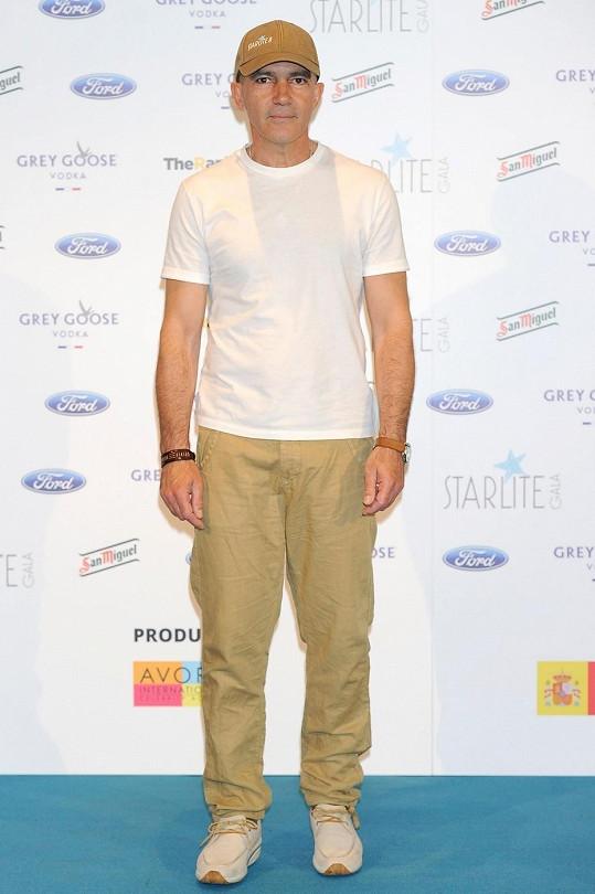 Španělský herec na konferenci v Madridu.