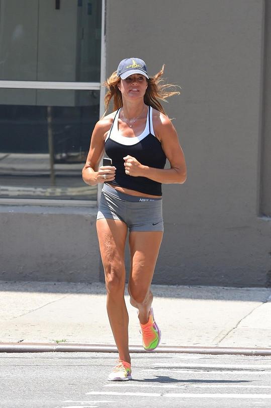 Kelly Bensimon se udržuje ve formě běháním.