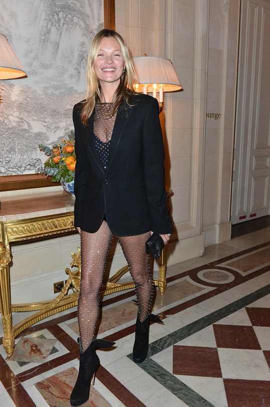 Většina žen by si tento modýlek dovolit nemohla, ale Kate je výjimkou.