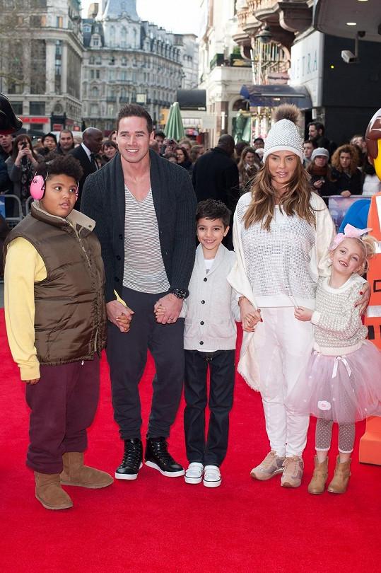 Katie Price s manželem Kieranem Haylerem a jejími dětmi z předešlých vztahů