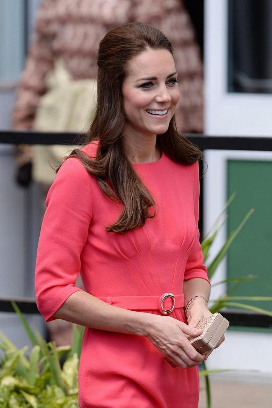 Vévodkyně si prý poslední dobou vybírá šaty maskující bříško.