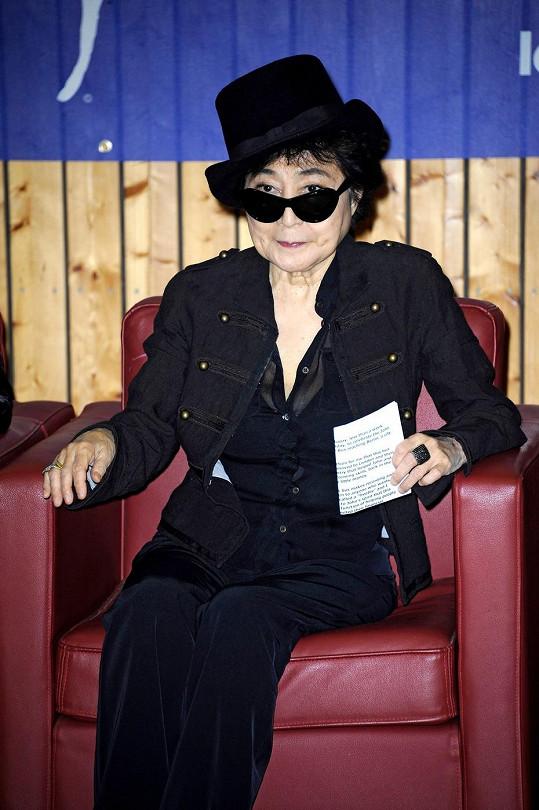 Yoko Ono je už osmdesátiletá dáma.