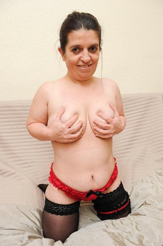 Sam Wardle je nejmenší striptérkou ve Velké Británii.