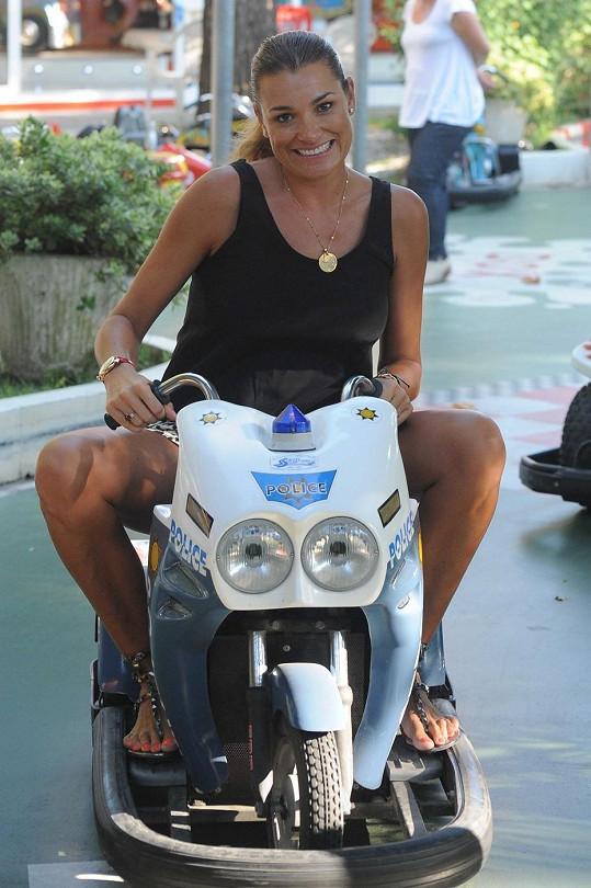 Šeredová se díky tomuto vozítku dostala do dětských let.