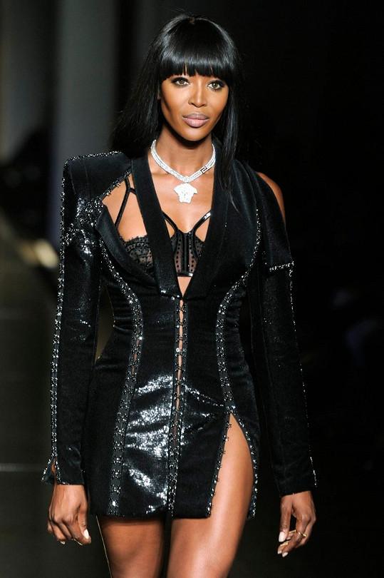 Skvostná Naomi Campbell rozhodně nepatří do starého železa.