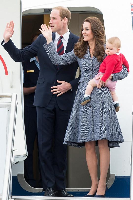 William s Kate a Georgem se loučili na letišti s davy fanoušků.