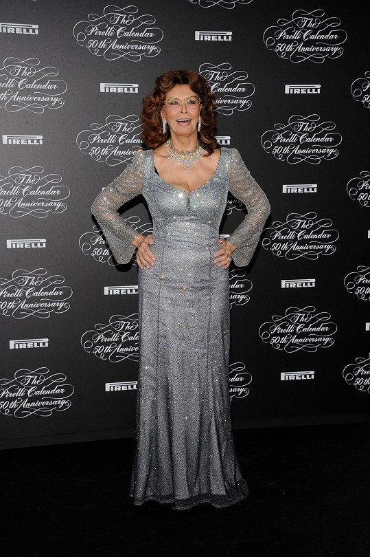 Krása ji provázela celý život a i v pokročilém věku může být na svůj vzhled právem pyšná, což dokazuje i fakt, že se v roce 2007 stala titulní tváří kalendáře Pirelli.