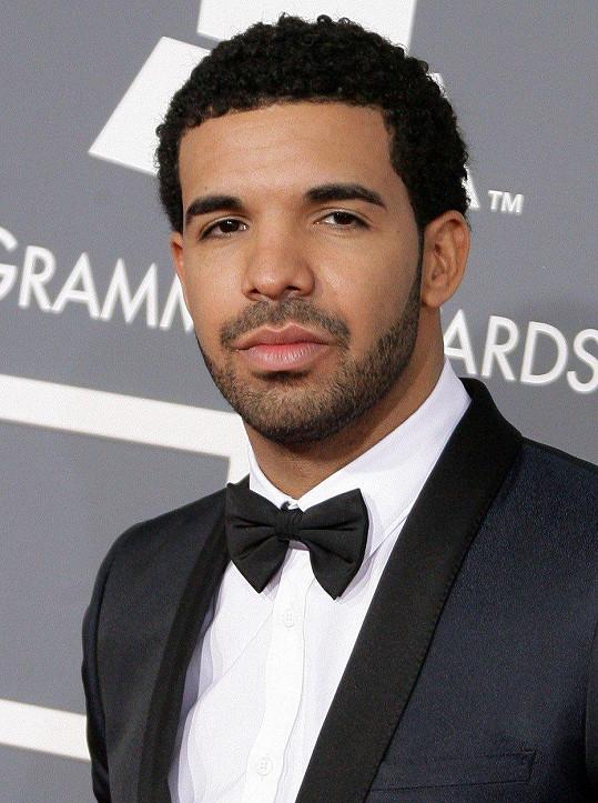 Drake slaví kariérní úspěchy, ale soukromí trochu pokulhává.