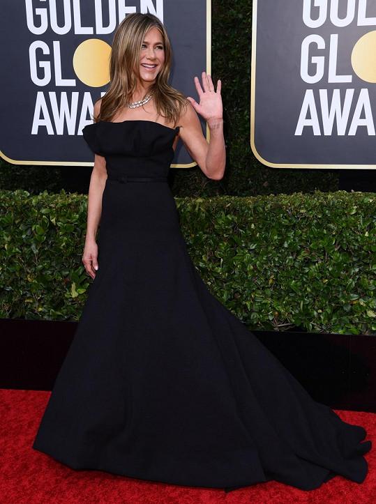 Jennifer Aniston byla na červeném koberci středem pozornosti.
