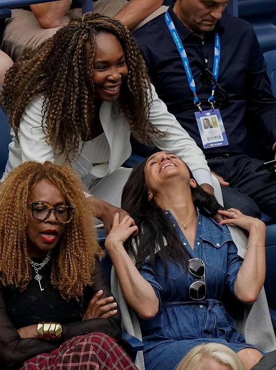 Meghan se na zápase velice bavila s Venus Williams (nahoře) a matkou obou tenistek.