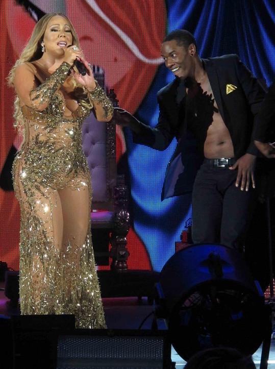 Z Mariah je už zase pořádný kus ženské.