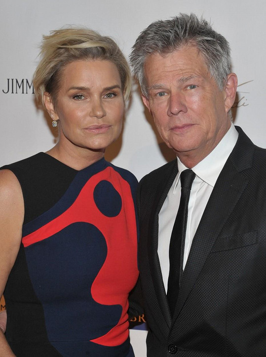 Yolanda a David Fosterovi potvrdili rozvod.
