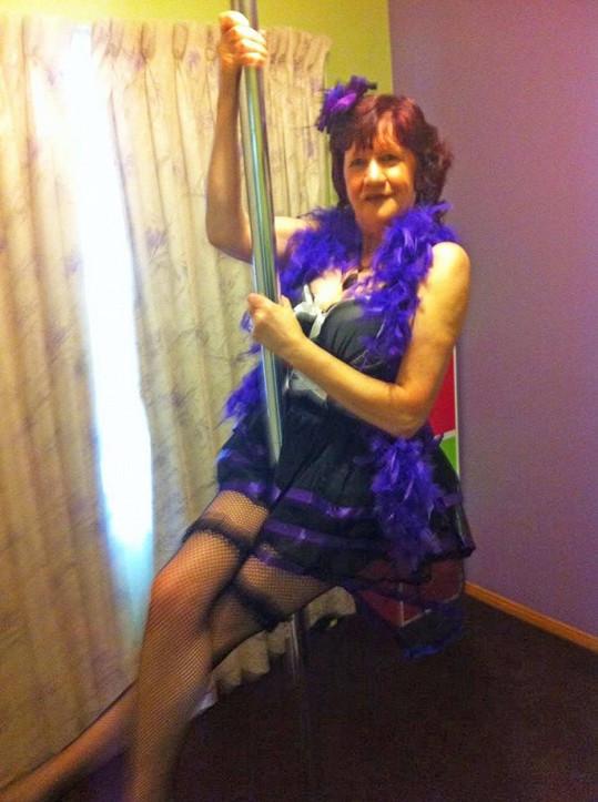 Ale nyní se cítí skvěle a trvá na tom, že jí pole dance chrání i před příznaky menopauzy.