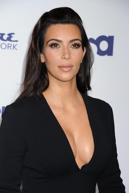 Kim Kardashian má být minulostí, od nynějška je tu Kim West.