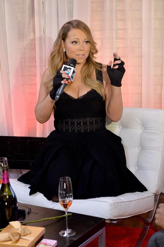 Mariah Carey má pro odvážné outfity slabost.