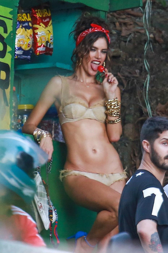 Alessandra Ambrosio nafotila v Brazílii novou kampaň.
