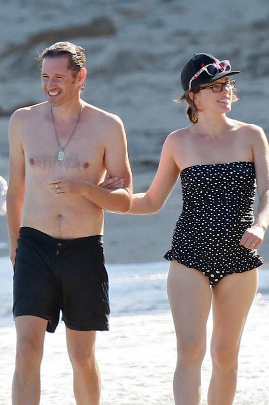 Herečka a bývalá modelka přišla relaxovat na pláž.