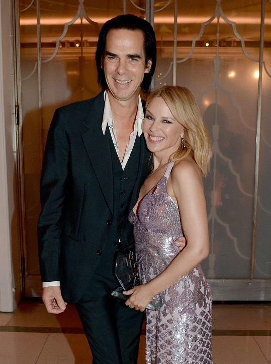 Kylie Minogue a Nick Cave na předávání cen Harper's Bazaar Women Of The Year 2018.
