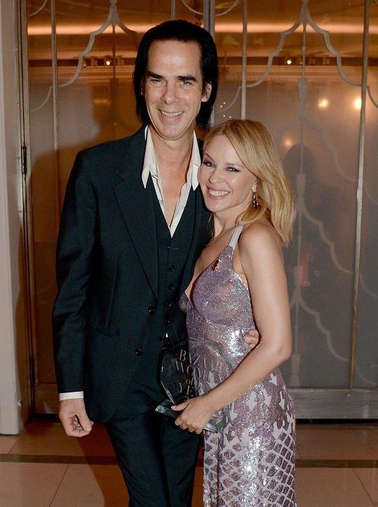 Kylie Minogue a Nick Cave na předávání cen Harper's Bazaar Women Of The Year 2018.