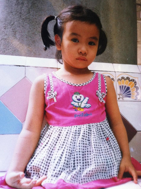 Narodila se v Thajsku, ale vyrostla ve Spojených státech.