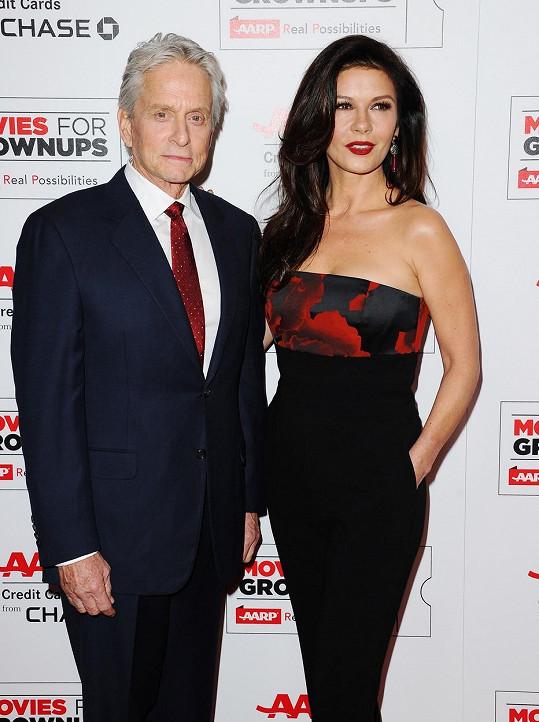Catherine vedle svého muže úplně září.