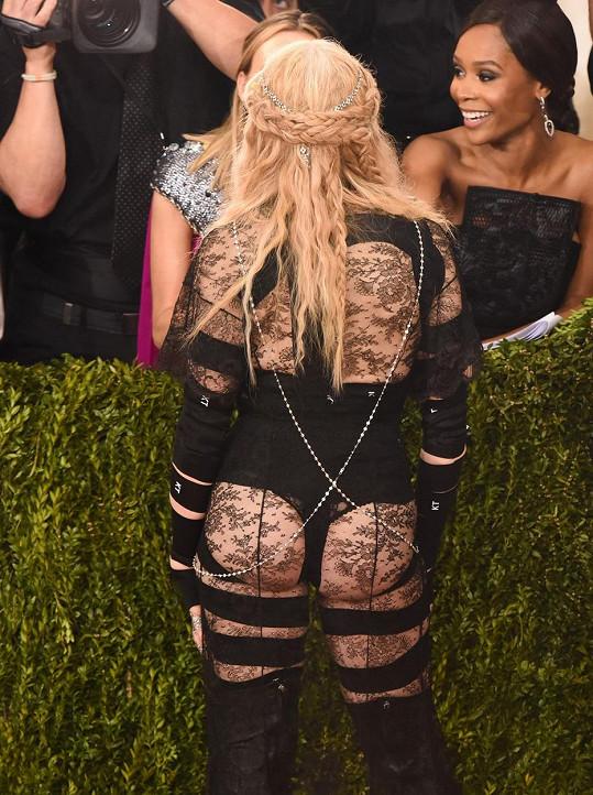 Madonnin zadek na Met Gala v roce 2016