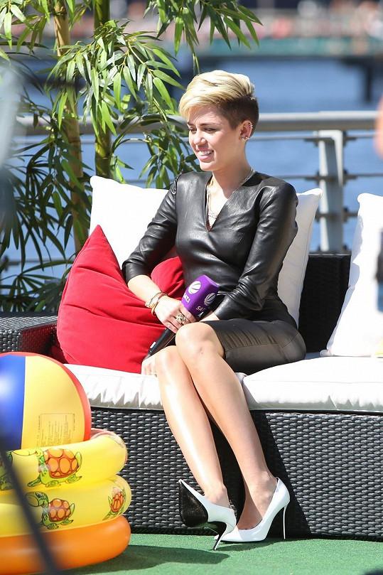 Miley Cyrus v Berlíně během rozhovoru pro televizní stanici SAT 1
