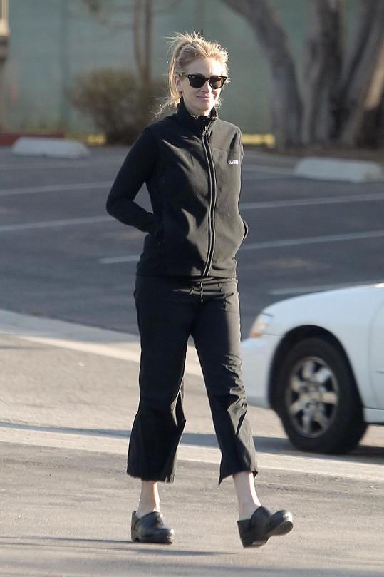 Julia Roberts se pokusila o úsměv.