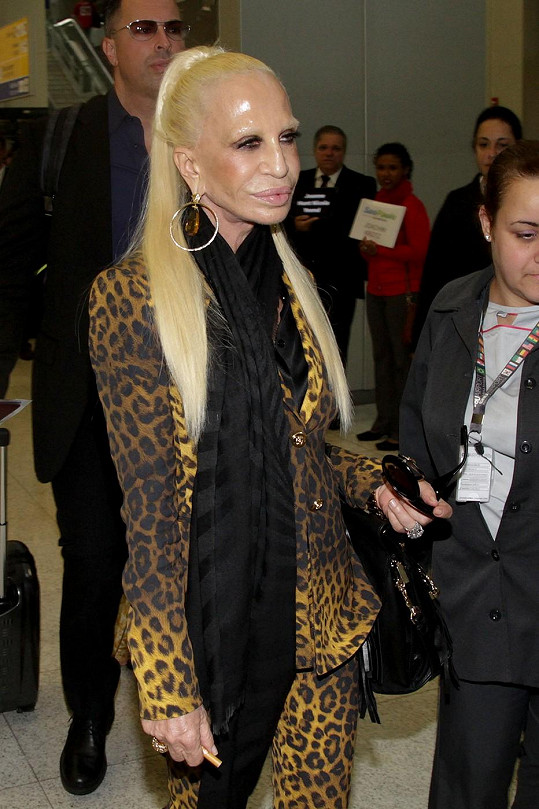 Versace přiletěla do Brazílie.