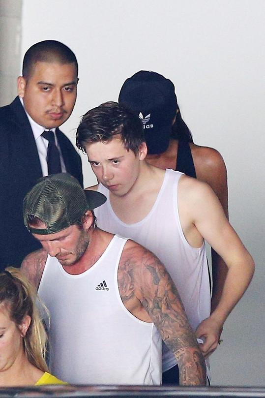 Beckhamovi odcházejí z posilovny.