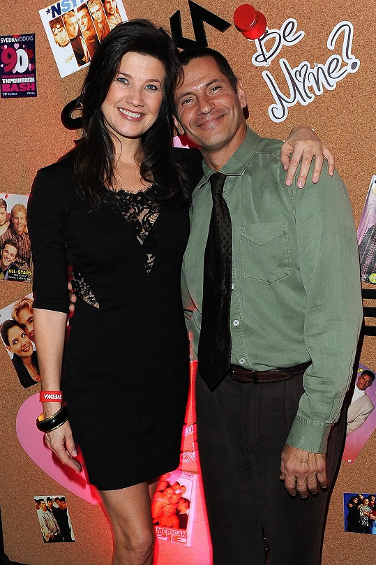 Thomas loni s kolegyní Daphne Zuniga