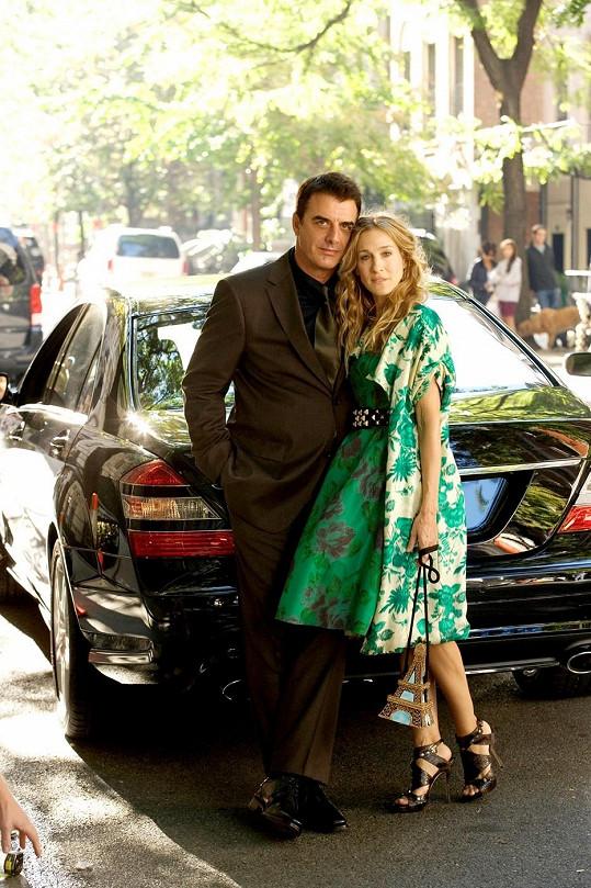 Chris Noth se Sarah Jessicou Parker ve filmu Sex ve městě (2008)