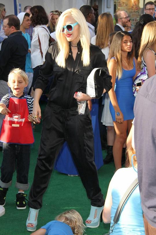 Gwen nechával vztekající se synek v klidu.
